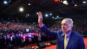 """Erdogan na mítinku v Bosně: """"Jste připraveni uštědřit osmanskou facku?"""""""