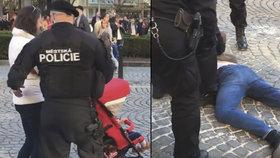 """Drsný zásah """"měšťáků"""" na Václaváku proti manželovi těhotné byl v pořádku, říká policie"""