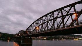 Železniční most na Výtoni památkou zůstane. Ministerstvo ochranu odmítlo zrušit