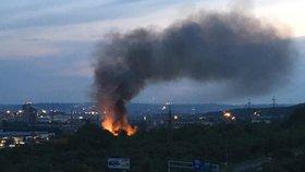 Požár chatek v Hloubětíně: Muž zahořel láskou a začal žárlit! Příbytek soka zapálil