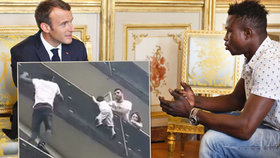 Přijel v naději na lepší život, zachránil dítě visící ze 4. patra! Macron mu slíbil občanství i práci