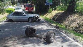 Nepojízdné auto po nehodě nechal napříč silnicí a šel na pivo: Policistům nadýchal a přišel o řidičák