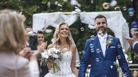 Krásná moderátorka Televizních novin se vdala! A rovnou oznámila těhotenství!