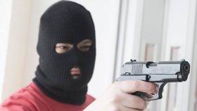 Pošťačka křičela na lupiče, ať vypadne: Utekl bez peněz a policisté ho za pár hodin chytili