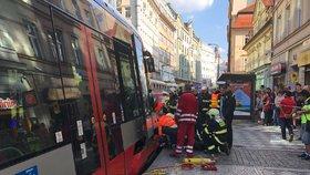 Tramvaje zabily za měsíc pět lidí. Lidé moc koukají do mobilů, varuje dopravce