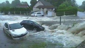 Silné bouřky si ve Francii vyžádaly jednu oběť. Mrtvého našli v autě