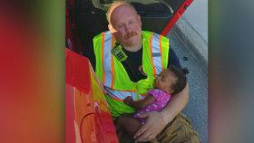 Doják ze skutečného života: Hasič konejší malou holčičku v náručí, její máma nabourala s autem