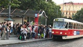 O víkendu nepojedou tramvaje mezi náměstím Míru a Florou. Čtyři linky odkloní