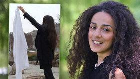 Sundejte hidžáby! vyzývá aktivistka. A její hlas se Íránu nedaří umlčet