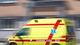 Na Chrudimsku se autobus srazil s autem: Tři lidé jsou zraněni
