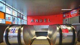 Nové eskalátory na Andělu se znovu rozjely: Stály týden, špatně je sestavili