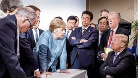 Merkelová hrozí Trumpovi, ten jí vmetl malé příspěvky do NATO