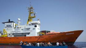 Spása pro loď se 629 uprchlíky včetně sedmi těhotných žen: Italové je odmítli, Španělé ne