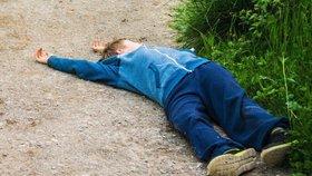 Strýc (26) srazil na Plzeňsku synovce (1) autem při couvání: Chlapeček skončil v nemocnici