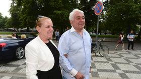 Oslava osmdesátin Jiřího Krampola: Žena mu provětrala kreditku!