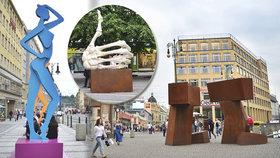 Prahu zaplavily sochy: Kde narazíte na modrou múzu, »lajk« nebo kapsuly?