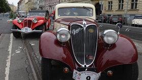 Veterány vyrazily na retro jízdu z Prahy do Bratislavy a zpět. Připomínají slavný závod ze 30. let