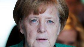 Spor o vracení běženců z hranic Německa: Jde i o Česko. A hrozí i pád Merkelové