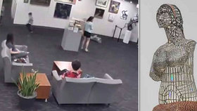 """Tohle """"objetí"""" se prodražilo: Chlapec (5) rozbil sochu za 3 miliony korun, když ji ochmatával"""