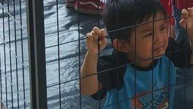 Dětem migrantů by z klecí mohl pomoci Pentagon. Místo má pro 20 tisíc z nich