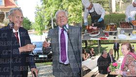 Klaus slaví 77. narozeniny. Přijeli Zeman, Duka i Livia, průšviháře Rokytku vyvedli