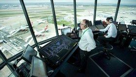 Třetinu letadel v Evropě zpozdí francouzští dispečeři. Moc stávkují