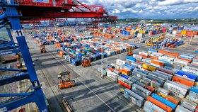 EU spustí odvetná cla na zboží z USA. Dotknou se motorek i whisky