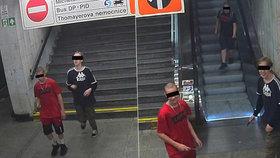 VIDEO: Policie dopadla lupiče z Kačerova, dva z nich jsou nezletilí! Klukům v metru hrozili nožem