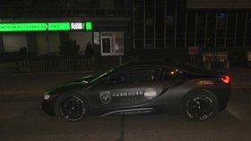 Policejní honička v centru Prahy! Řidič z luxusního BMW pláchl po svých, nezastavily ho ani výstřely