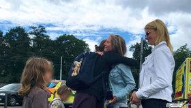 Dojemné setkání: Tři andělé zachránili holčičku (4), která se topila ve Stromovce. Její maminka jim poděkovala