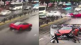 Řidička si káru za 14 mega moc neužila: Nové ferrari rozstřelila pár sekund po koupi!
