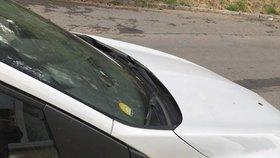 Vandal v Praze 3 uráží autům zrcátka: Poškodil přes 12 vozidel