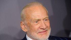 Astronaut Buzz Aldrin žaluje své děti: Okradli mě o peníze, tvrdí