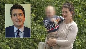 Poslanec podváděl ženu s asistentkou. Ke třem dcerám přidal bokem i syna