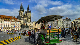 Pivní kola mají v Praze utrum: Příští sezona bude již bez opilých turistů v centru