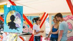 Pařížská se o víkendu promění v české tržiště: Umělci zde představí svou tvorbu bez matrjošek