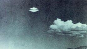 Záhadné UFO: Zachycují tyhle snímky mimozemské objekty, nebo je to podvrh?