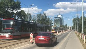 Výpadek elektřiny postihl třetinu Prahy! V Nuslích, Vinohradech, Libni i na Žižkově stály tramvaje