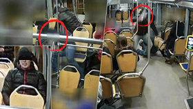 Agresor, který v tramvaji ohrožoval lidi střepem, to má sečtené: Hrozí mu až 12 let