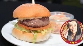 Test hovězích burgerů: Šetří na mase a bakterie v nich mají mejdan