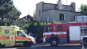 Tragédie v Praze 4: Při požáru rodinného domu zemřela žena (†87)