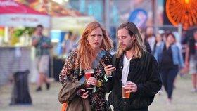 Po Lenny a Marpovi další šťastný pár na festivale: Geislerová vyvedla dlouhovlasého přítele!