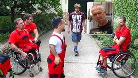 Stěhovat je přijeli chlapi v kolečkovém křesle: Reakci zákazníků natočila skrytá kamera