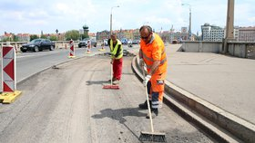 Další opravy na obzoru. Kvůli rekonstrukci Jiráskova mostu se zkomplikuje průjezd Smíchovem