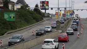 Doprava v centru Prahy se po kolapsu zklidnila: Řidiči se zdrží u Jiráskova mostu a na magistrále