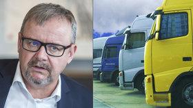Náklaďáky devastují české silnice. Ťok chce snížit povolený limit 48 tun nákladu