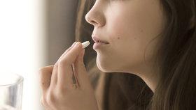 Zmrzačení i sebevraždy: Vedlejší účinky antibiotik ničí životy, na tyhle léky pozor