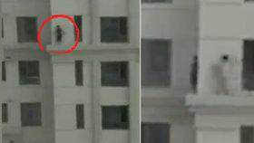Dva malí chlapci hazardovali se životem: Na římse v 33. patře hráli na schovávanou!