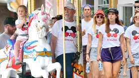 Bruce Willis (63): Akčně vyvenčil »babinec« v Disneylandu