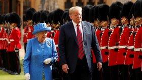 Trump ohlásil kandidaturu v roce 2020. A liboval si nad královnou Alžbětou II.